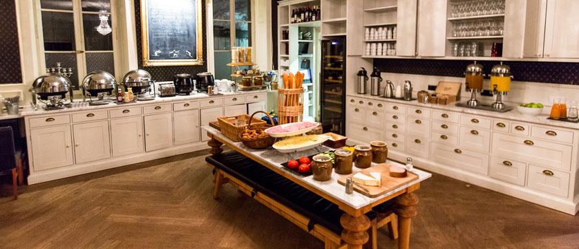 France_Chamonix-Hotel-Gustavia-buffet.jpg